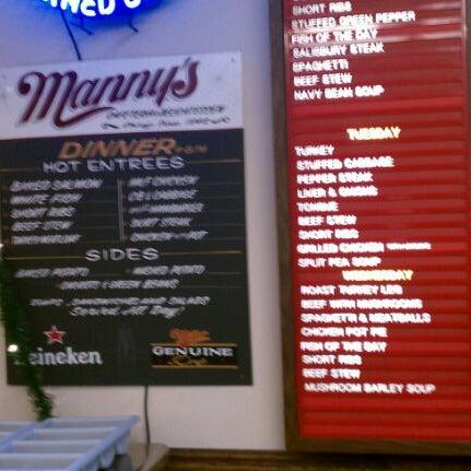 Foto diambil di Manny's Cafeteria & Delicatessen oleh Kenny J. pada 12/14/2011