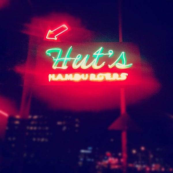 Foto tirada no(a) Hut's Hamburgers por Songza Music em 3/13/2012