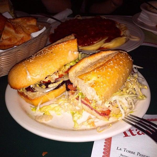 Das Foto wurde bei Mona Lisa Italian Restaurant von Allan am 3/10/2012 aufgenommen