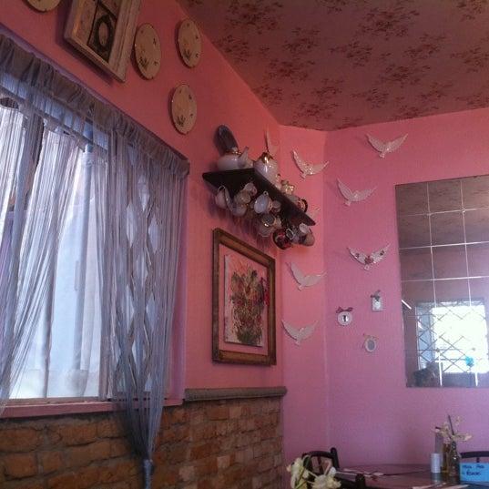 Foto diambil di Café Ambrosio oleh Liv S. pada 3/14/2012