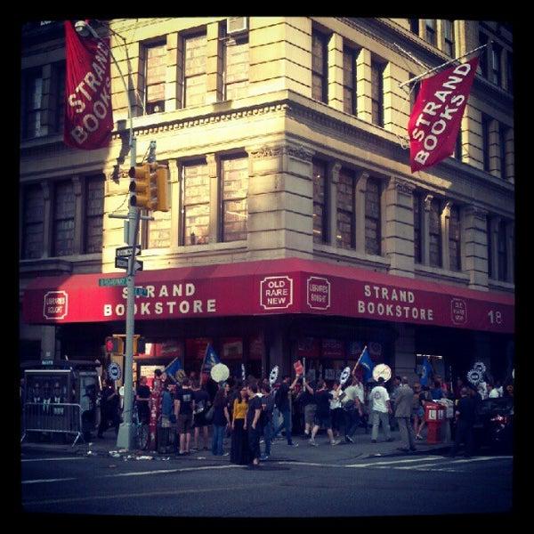 Foto scattata a Strand Bookstore da Colin il 5/31/2012