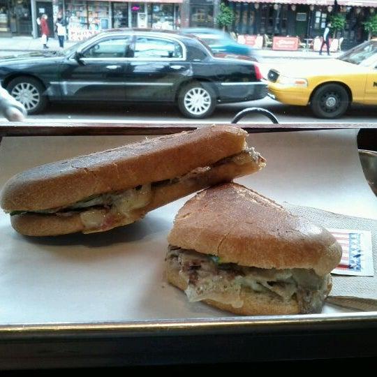 Foto tirada no(a) JoeDough Sandwich Shop por Akshay P. em 11/30/2011