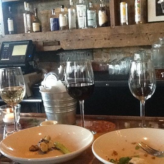 Снимок сделан в Braise Restaurant & Culinary School пользователем D S. 5/16/2012