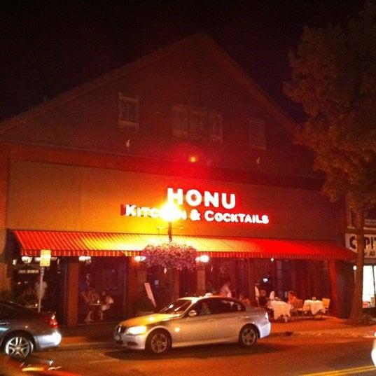 Photo prise au Honu Kitchen And Cocktails par Ed R. le7/31/2011