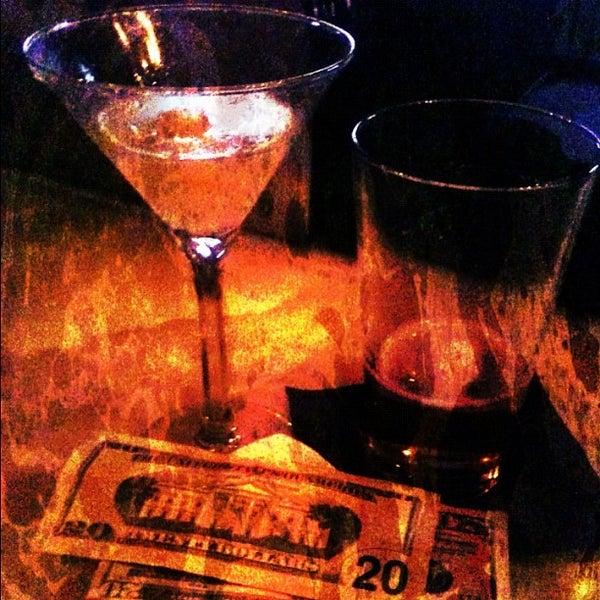 Foto tomada en The Lady Silvia Lounge por CulinarySchmooze el 11/8/2011