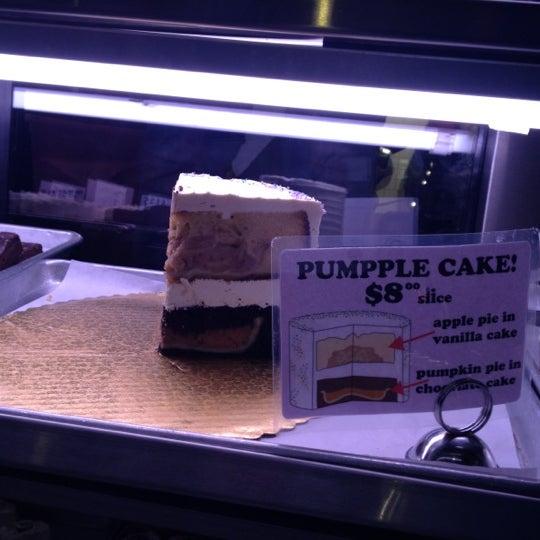 Das Foto wurde bei Flying Monkey Bakery von Jen R. am 1/27/2012 aufgenommen