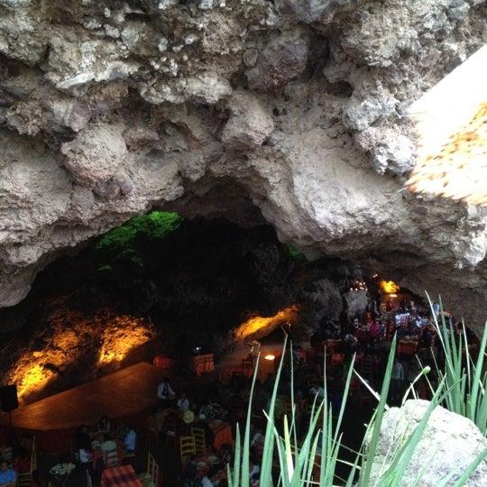 Снимок сделан в La Gruta Restaurant пользователем Moc G. 7/15/2012