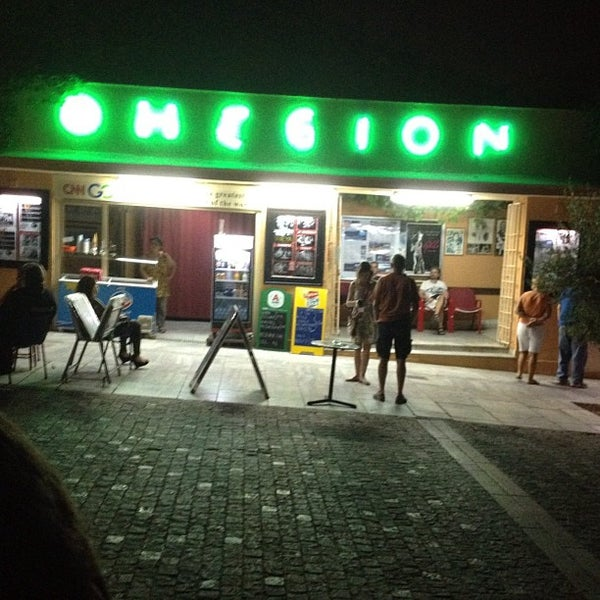 Photo prise au Cine Thisio par Georgia K. le8/8/2012