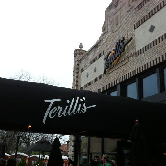 รูปภาพถ่ายที่ Terilli's โดย Steve F. เมื่อ 3/18/2012