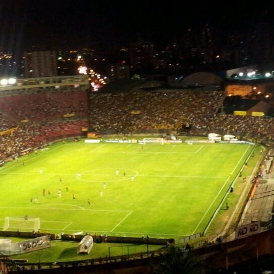 Estádio Adelmar da Costa Carvalho (Ilha do Retiro) - Estádio de Futebol em  Recife a0ddfaec402c2