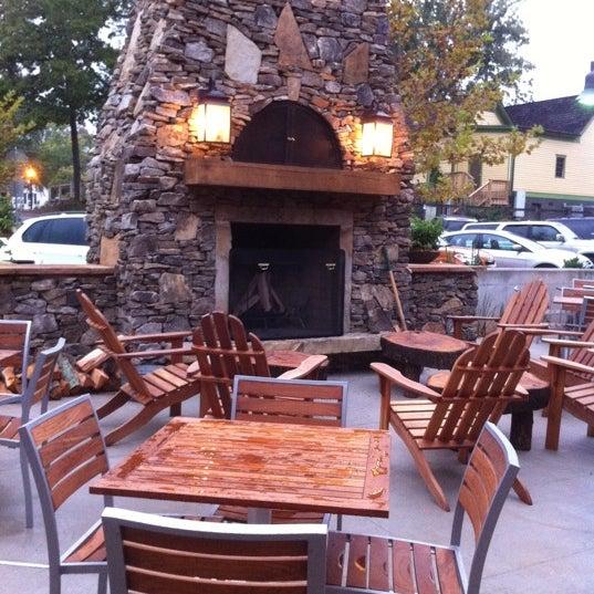 รูปภาพถ่ายที่ Fire Stone Wood Fired Pizza & Grill โดย Matt H. เมื่อ 9/22/2011