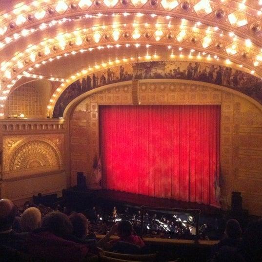 2/27/2011 tarihinde Adonis S.ziyaretçi tarafından Auditorium Theatre'de çekilen fotoğraf