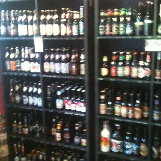 Mas de 200 etiquetas de las mejores cervezas del mundo. despierta tu paladar!