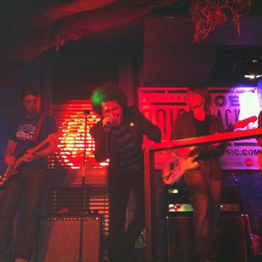 Foto tirada no(a) Moe Club por Carola Amelia C. em 4/29/2012