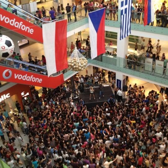 รูปภาพถ่ายที่ Athens Metro Mall โดย Petros G. เมื่อ 6/25/2012