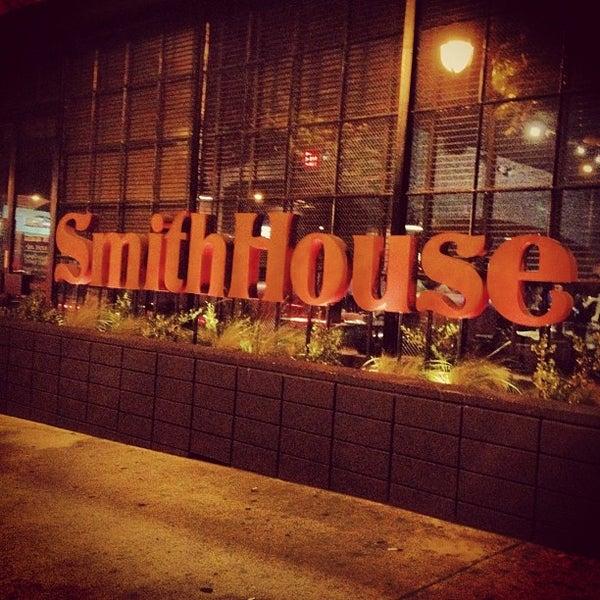 Foto scattata a SmithHouse - BBQ, Burgers, Brews da Alexandra il 7/21/2012