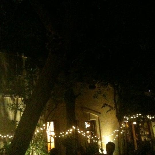 รูปภาพถ่ายที่ The Cat & Fiddle โดย Dawne M. เมื่อ 1/16/2011