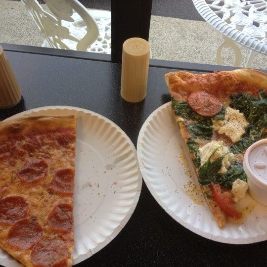 8/1/2012에 T-Bone C.님이 Joey's House of Pizza에서 찍은 사진