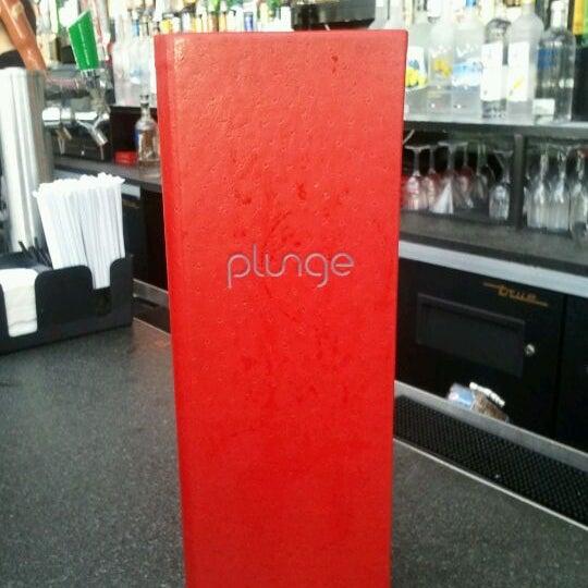 Foto scattata a Plunge Rooftop Bar & Lounge da Traci il 3/29/2012