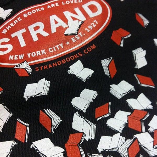 Das Foto wurde bei Strand Bookstore von Sean L. am 9/10/2012 aufgenommen