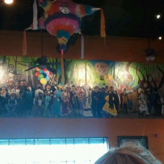 Das Foto wurde bei Mi Pueblito Restaurant Bar & Grill von Marc R. am 3/4/2012 aufgenommen