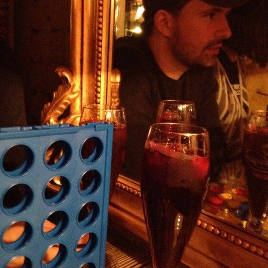 3/31/2012 tarihinde Tim M.ziyaretçi tarafından Shervin's Cafe'de çekilen fotoğraf