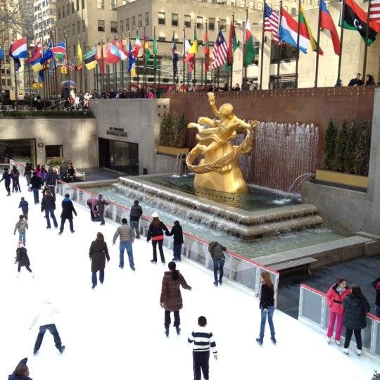 Das Foto wurde bei The Rink at Rockefeller Center von Stalk El Guapo am 2/18/2012 aufgenommen