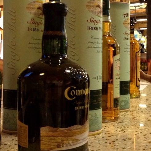 Foto tirada no(a) Astor Wines & Spirits por Shannon L. em 3/17/2012