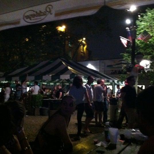 5/28/2012 tarihinde Amy N.ziyaretçi tarafından Bohemian Hall & Beer Garden'de çekilen fotoğraf