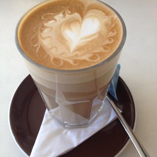 Foto tirada no(a) Tuihana Cafe. Foodstore. por Esteban G. em 4/19/2012