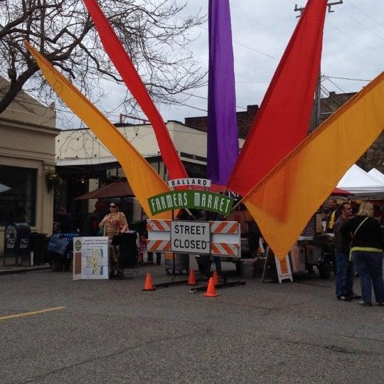 Photo prise au Ballard Farmer's Market par Jessica A. le4/29/2012