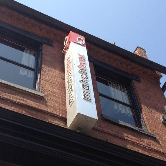 Das Foto wurde bei Matchbox Vintage Pizza Bistro von Neil M. am 5/28/2012 aufgenommen