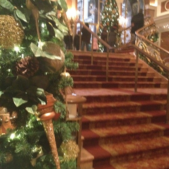 Foto scattata a Lotte New York Palace da C M. il 12/28/2011