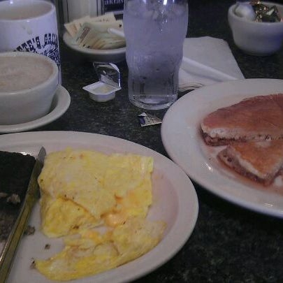 Foto tirada no(a) Pete's Grille por Jason M. em 10/9/2011