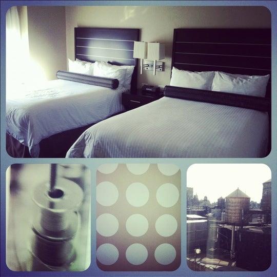 10/19/2011 tarihinde Kelly R.ziyaretçi tarafından Hilton New York Fashion District'de çekilen fotoğraf