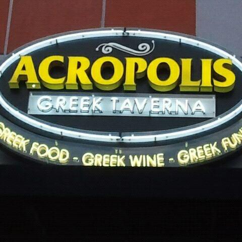 Foto tirada no(a) Acropolis Greek Taverna por Jesus R. em 2/19/2012