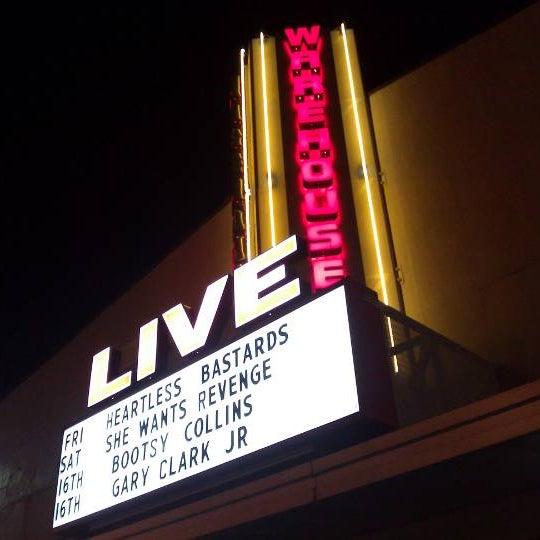 รูปภาพถ่ายที่ Warehouse Live โดย Christopher S. เมื่อ 6/11/2011