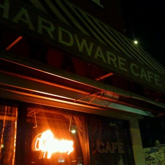 Foto tomada en Allen Street Hardware Cafe por EJ T. el 7/9/2011