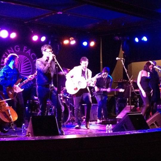 2/11/2012 tarihinde Leo N.ziyaretçi tarafından Knitting Factory'de çekilen fotoğraf