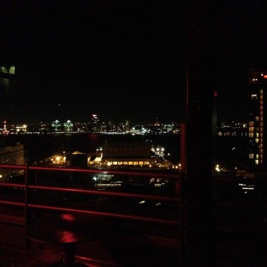 Foto scattata a Plunge Rooftop Bar & Lounge da Eunmi C. il 2/21/2012