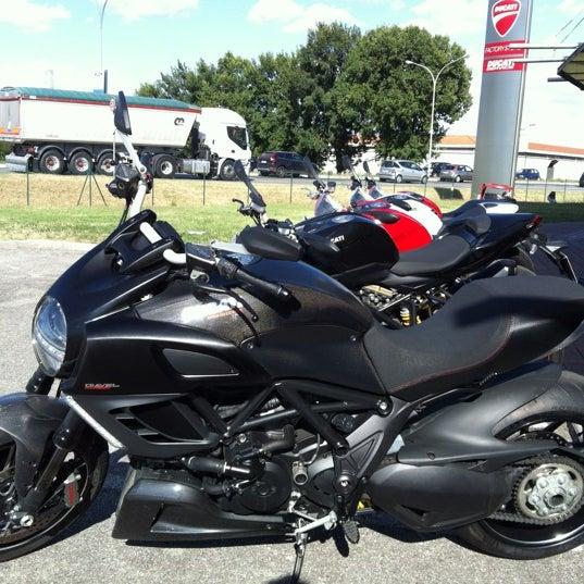 8/10/2011 tarihinde Stefano Z.ziyaretçi tarafından Ducati Motor Factory & Museum'de çekilen fotoğraf
