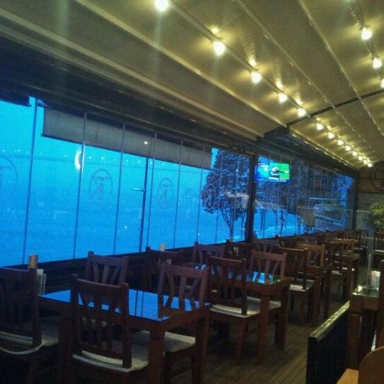 Foto tomada en Taş Kahve Cafe & Restaurant por Ferit K. el 1/27/2012