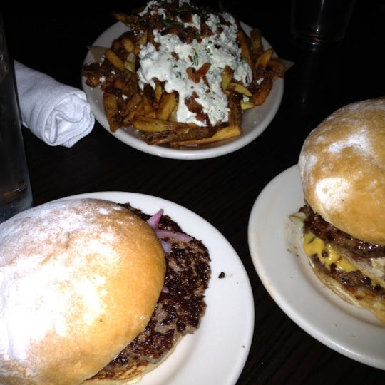 Foto tirada no(a) DMK Burger Bar por Matt L. em 7/20/2012