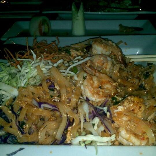 Das Foto wurde bei Red Koi Thai & Sushi Lounge von JP H. am 10/18/2011 aufgenommen
