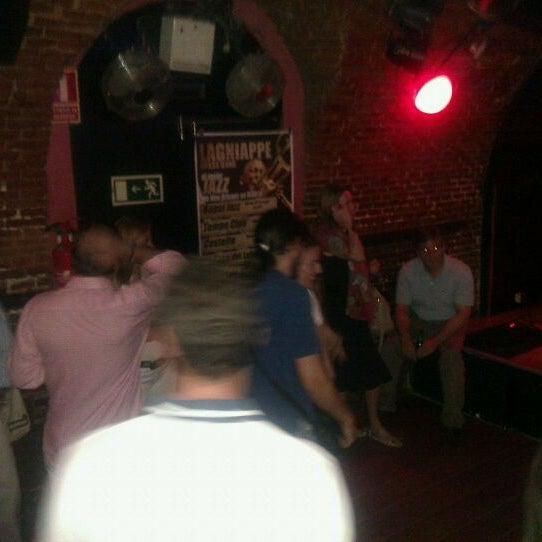 รูปภาพถ่ายที่ Costello Club โดย Marco G. เมื่อ 5/14/2012