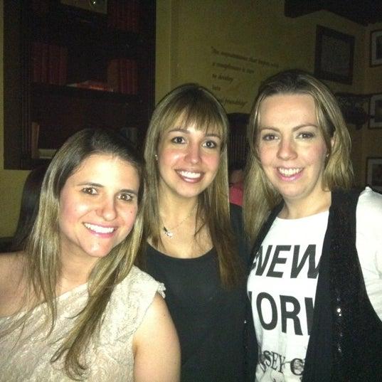 Foto diambil di All Black Irish Pub oleh Priscila B. pada 10/9/2011
