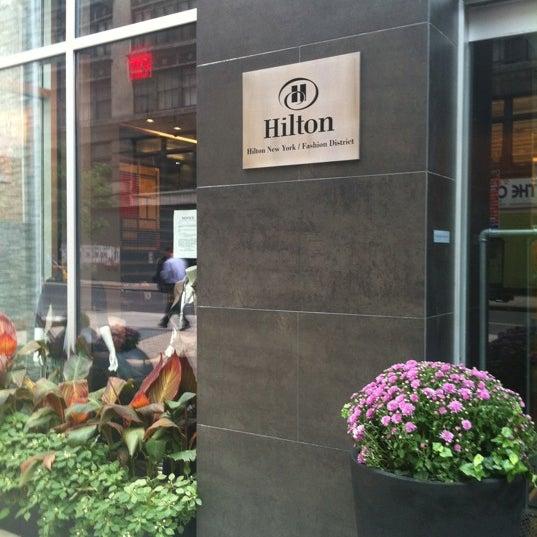 9/30/2011 tarihinde Zeynel B.ziyaretçi tarafından Hilton New York Fashion District'de çekilen fotoğraf