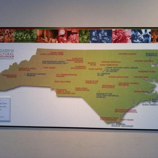รูปภาพถ่ายที่ North Carolina Museum of History โดย Randy R. เมื่อ 7/27/2011
