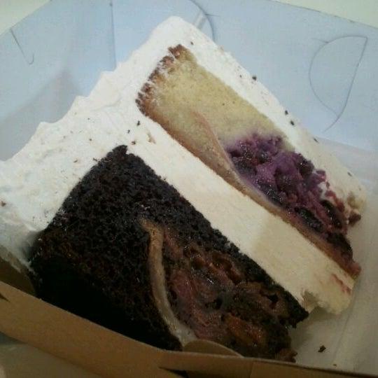 Das Foto wurde bei Flying Monkey Bakery von Charlene C. am 8/13/2011 aufgenommen