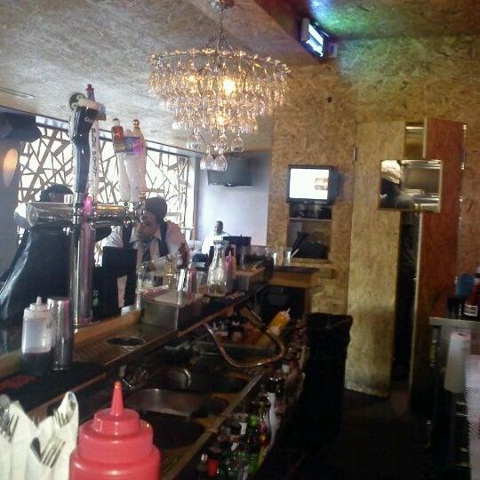 Das Foto wurde bei Vodou Bar von Stevenson M. am 5/11/2012 aufgenommen